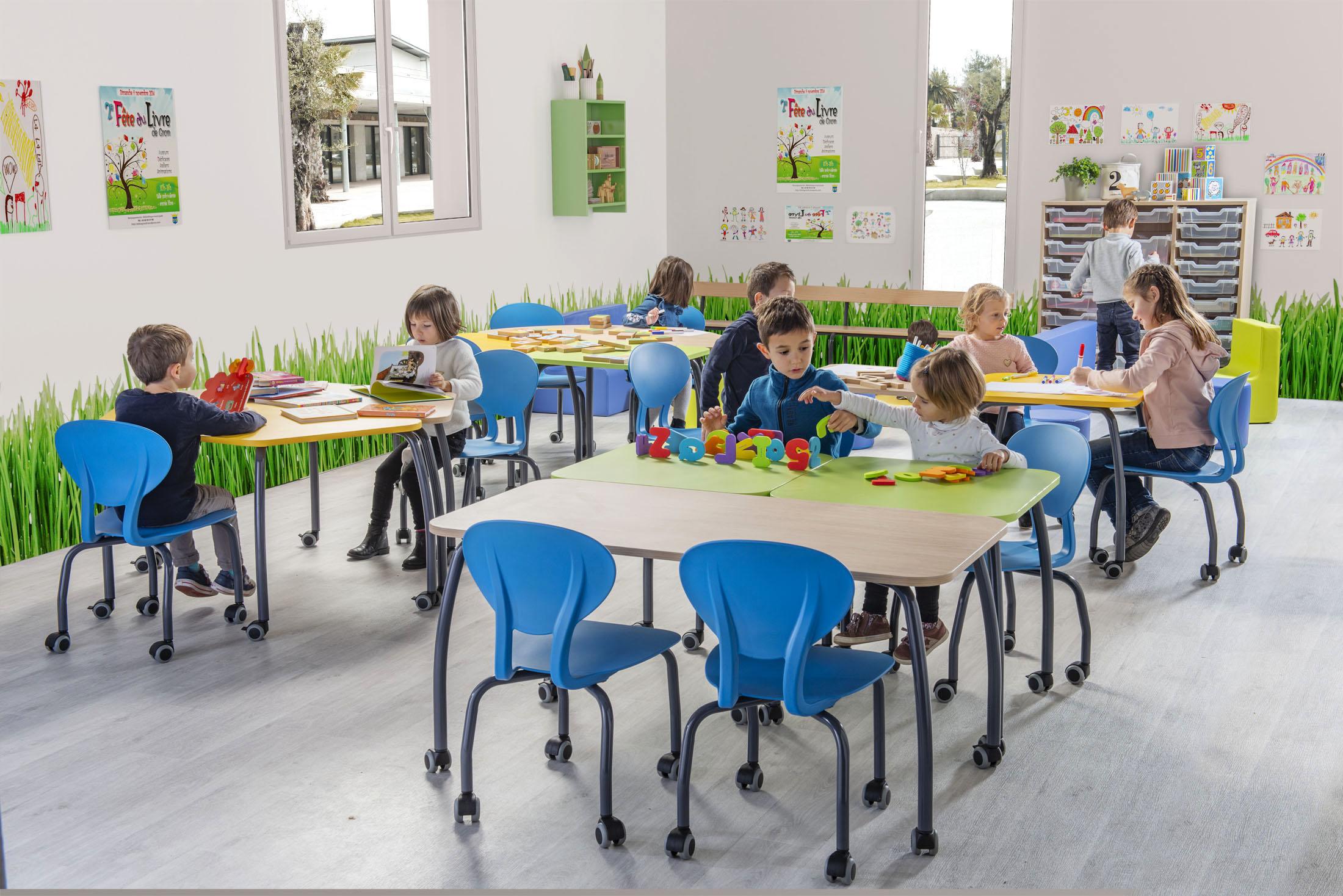 Ambiance de meuble pour salle de classe avec élèves