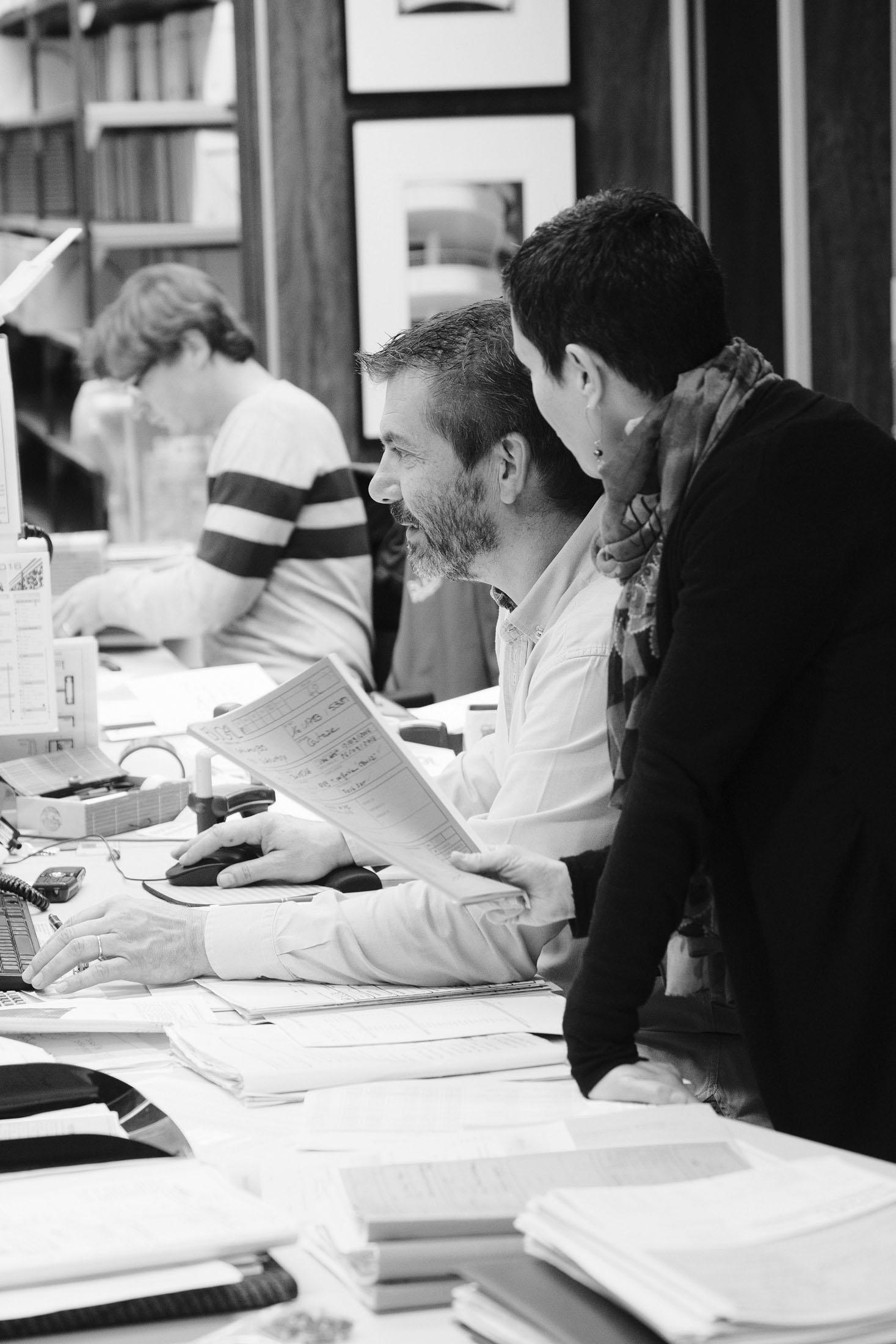 reportage d'entreprise sur des personnes travaillant en collaboration
