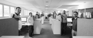 Reportage, photo d'une équipe de dessinateurs industriel