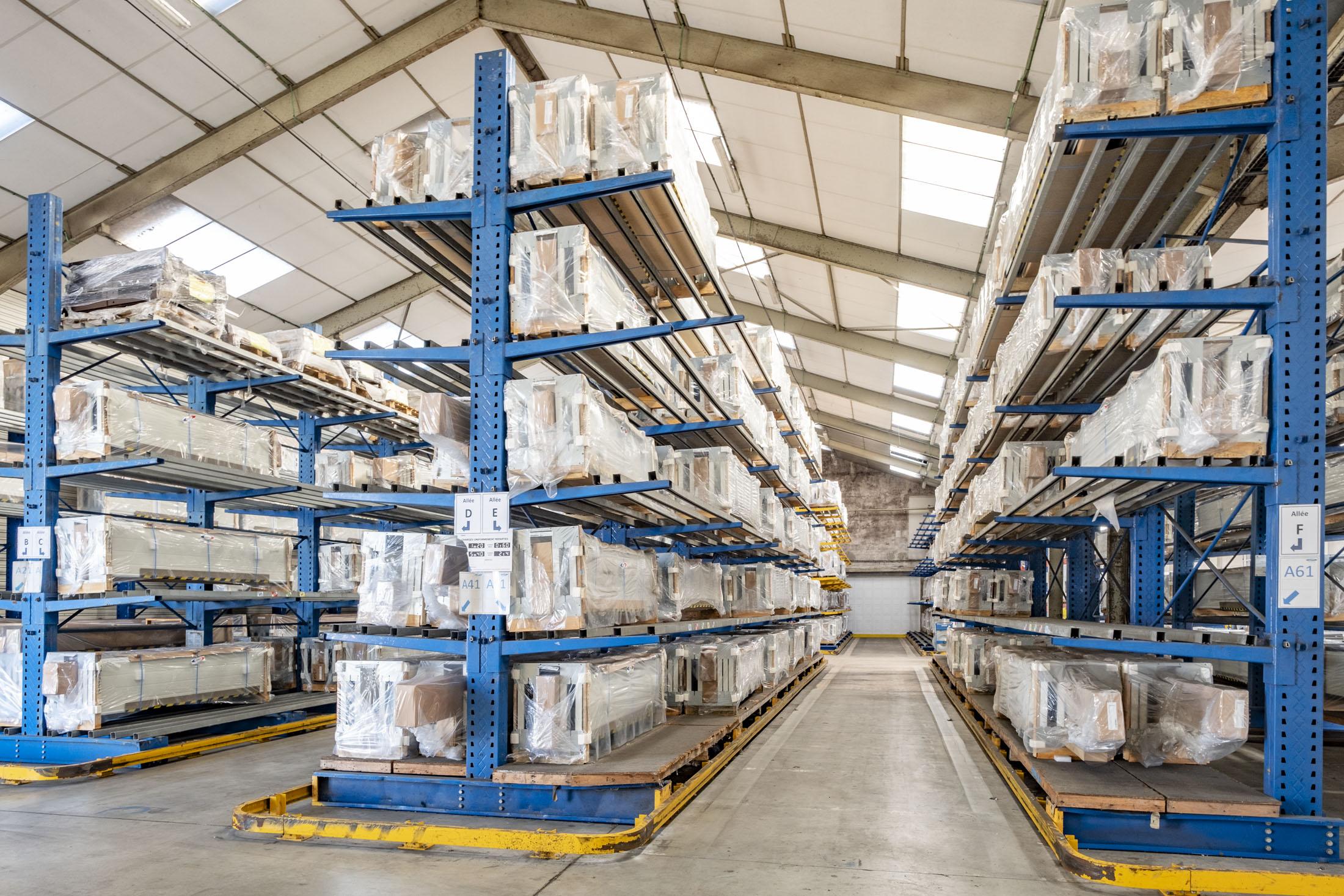 Reportage industriel, vue du stockage d'une société de fabrication de portes de garages