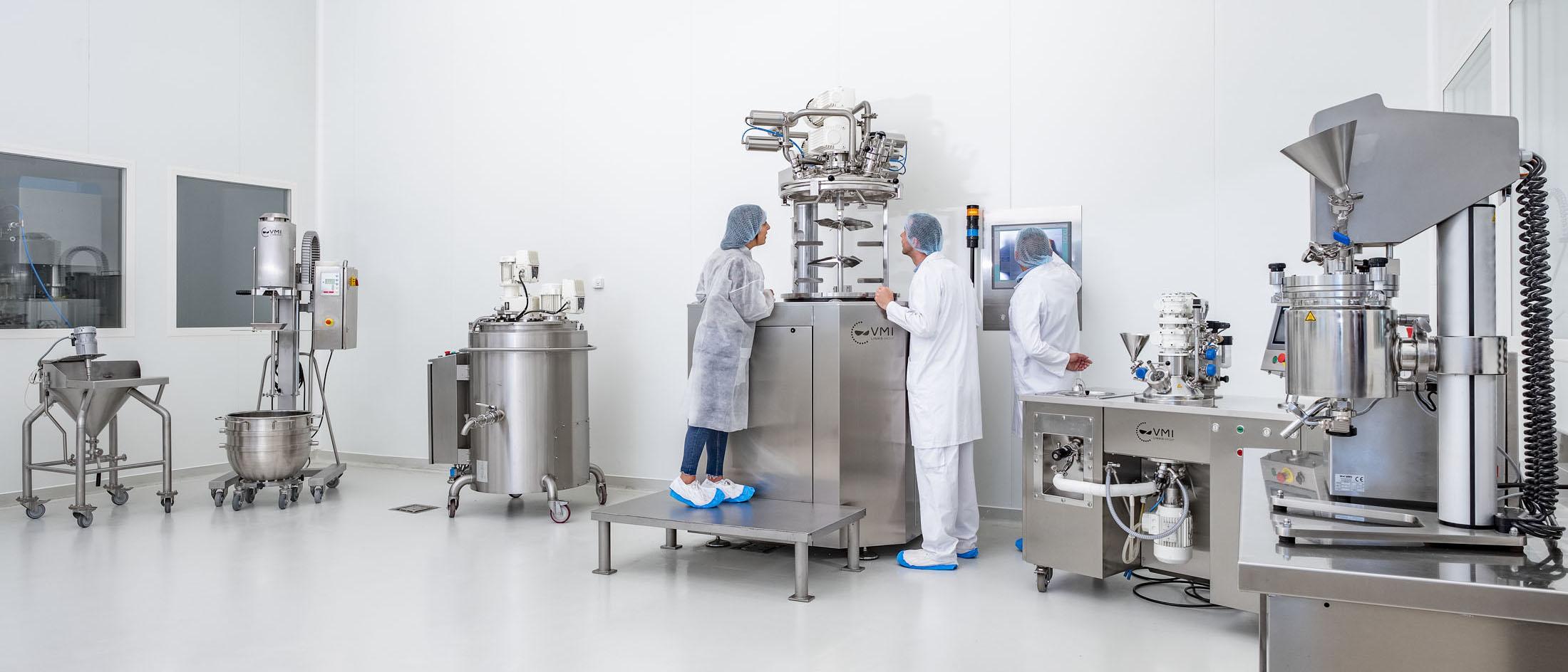 Reportage, photo personnes travaillant dans un laboratoire