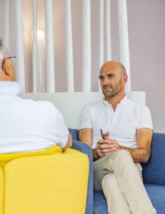 Portrait couleur d'un dirigeant pendant un interview