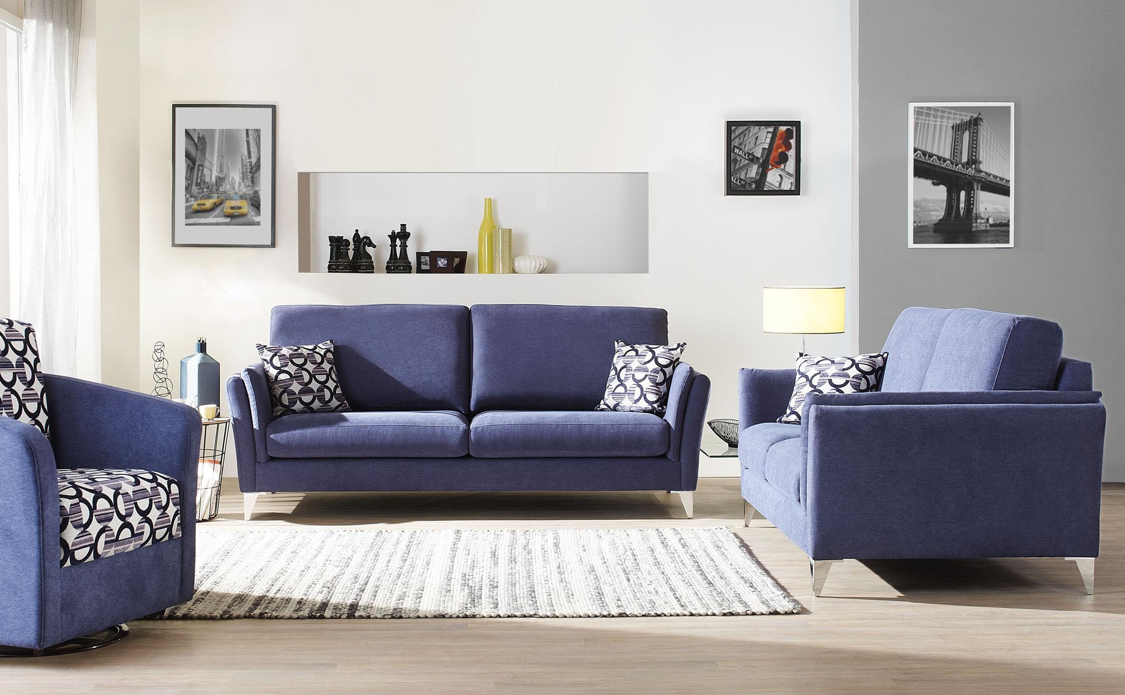 Ambiance décor studio avec stylisme d'un canapé bleu